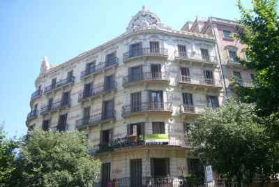 Residential building for sale in Barcelona in a central area of the city